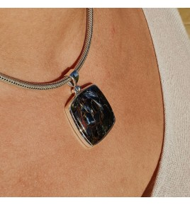 pendentif argent et pierre bleue