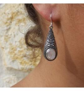 boucles d'oreilles pierre blanche