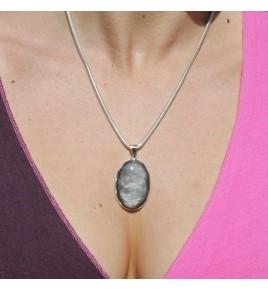 pendentif pierre grise